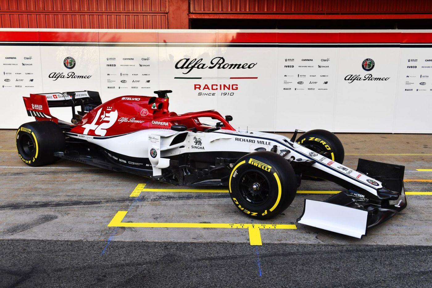 alfa-romeo-racing-2019-f1-car