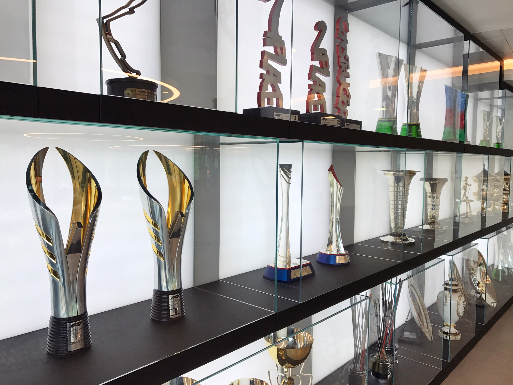 trophy-wall-mercedes-amg-f1